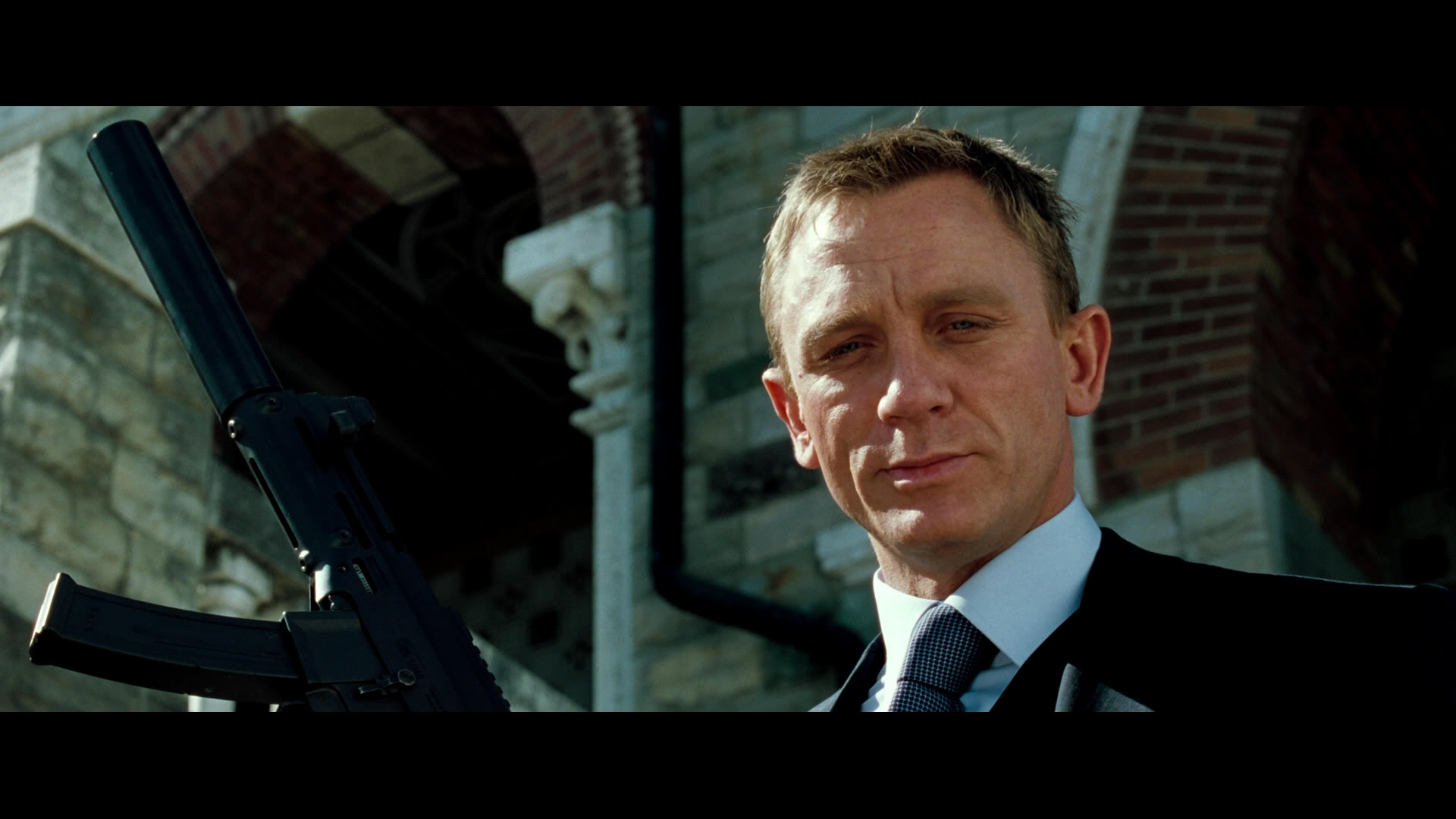 james bond stream casino royale